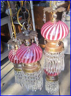 5L Vintage Hollywood Regency cranberry swirl Fenton tole Brass hanging swag lamp