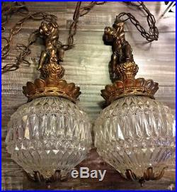 Vintage Mid Century Hollywood Regency Pair Of Glass Cherub Swag Hang Lamp Lights